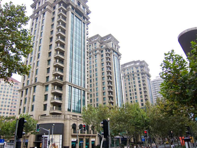 China-Shanghai-Xintandi-Museum - The apartment buildings built on top of this area look very nice, they are surrounded by electric fences and door men with guns.