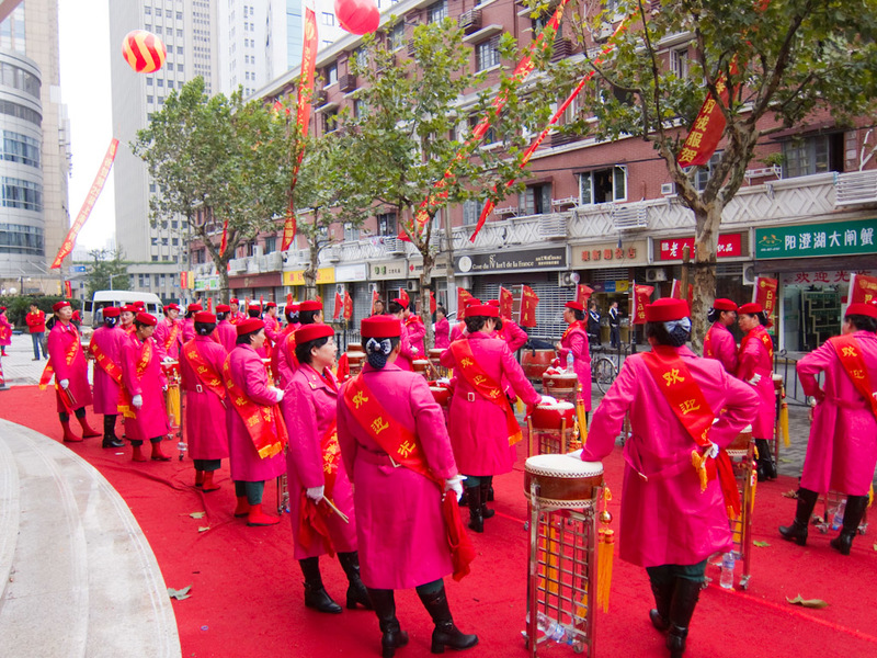 China-Shanghai-Xintandi-Museum - A bus load of nannas in pink coats assembled to beat the crap out of some drums to signal store opening time.