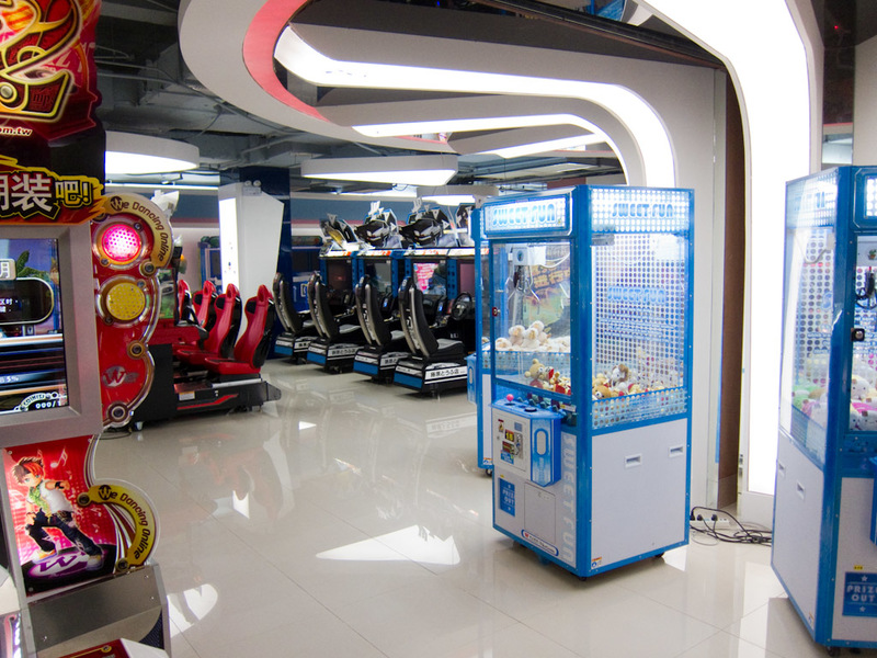 China-Shanghai-Xujiahui-Mall - At the top of one of the malls selling overpriced identical electronics was this abandoned games arcade and a closed down maid cafe. They have tried t