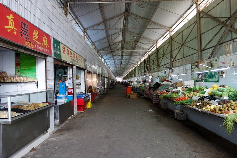 China-Nanjing-Hiking-Purple Mountain - This market is large, and pretty clean. Its a bit quiet, maybe I am too late for all the action. Also its Sunday. All the dried fish products seem to