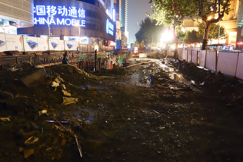 China-Hangzhou-Rain-Architecture - Part of the sea of mud cause. This is the main street, or was and will be once the under construction Metro is finished.