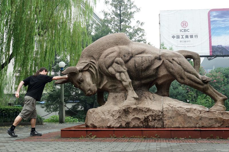 China-Hangzhou-West Lake-Fog - Before I hit the lake, I warmed up by punching this bull square in the head. Check out my calves, im a super hero.
