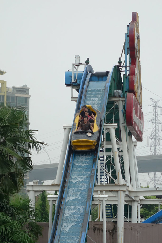 China-Shanghai-Museum-Amusement Park - Most of the rides seem pretty crappy but they are cheap. Unlike 6 flags parks in America, thankfully no one was decapitated, and no one had their feet