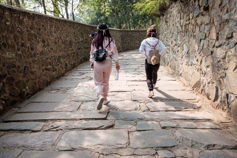 China-Beijing-Fragrant Hills-Hiking - Here we have the Chinese girl hiking outfit. Its about 30 degrees celsius today. That means you need a full long sleeve, long pants plastic shiny pink