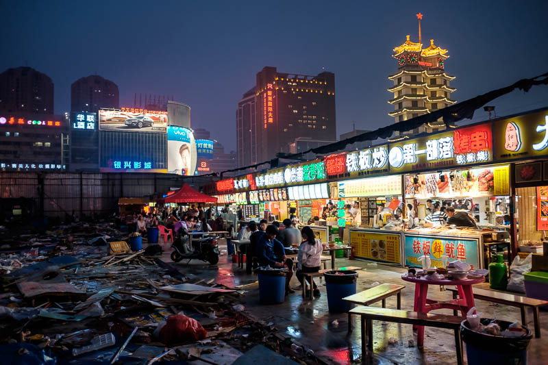 China-Zhengzhou-Food-Erqi Square - And here we have the border between eating area and demolition site. See how the food stalls back directly onto a mini rubbish dump? Tier 88.