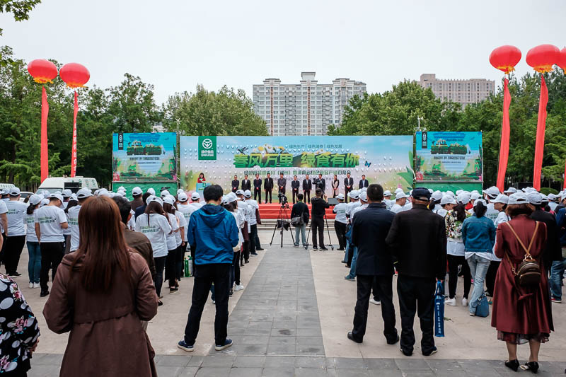China-Zhengzhou-Park-Mall-Walk - It seems to be a farming and food technology cult recruitment drive. Like Amway, a pyramid scheme. The top sellers are winning awards. From what I can