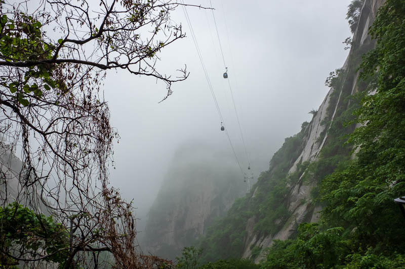 China-Hiking-Rain-Huashan-Soldiers Path - This valley had a brief clearing in the fog, it would be the last, there are the cable cars overhead! I was enjoying myself, I did not wish I was on t