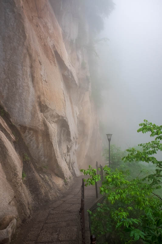 China-Hiking-Rain-Huashan-Soldiers Path - Very eerie ascent.