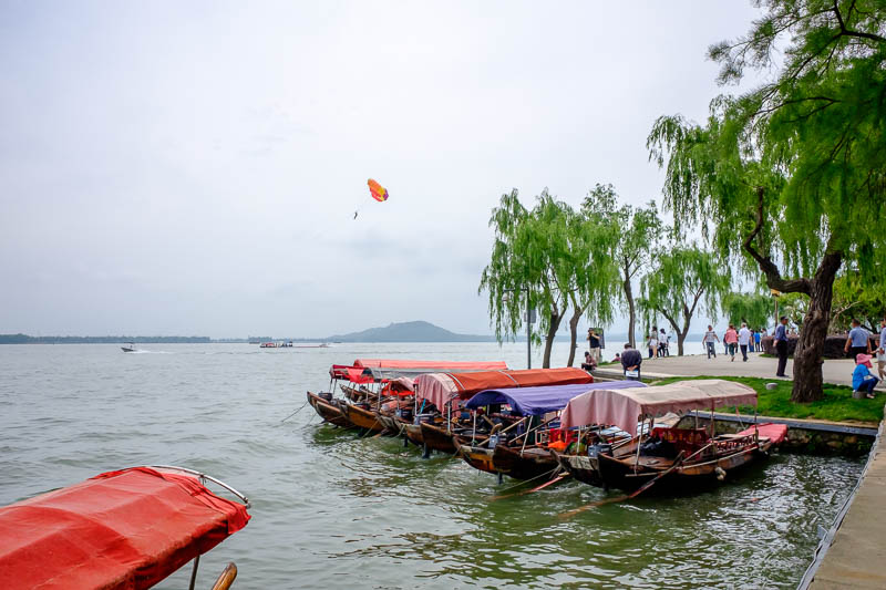 China-Wuhan-East Lake-View - A brave para-sailer trusting a Chinese parachute. Also if you go for a ride on one of those junks they make you put on a life jacket. I found that int