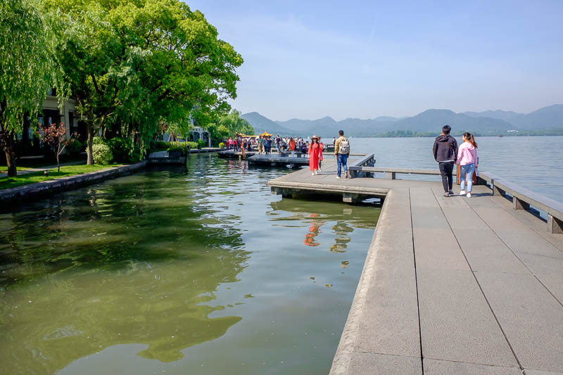 China-Hangzhou-West Lake-Hiking - Scene #4 - Amazing world of floating concrete. Chinese concrete is best concrete, the rise of A.I. and ongoing efforts of revolutionary scientists has