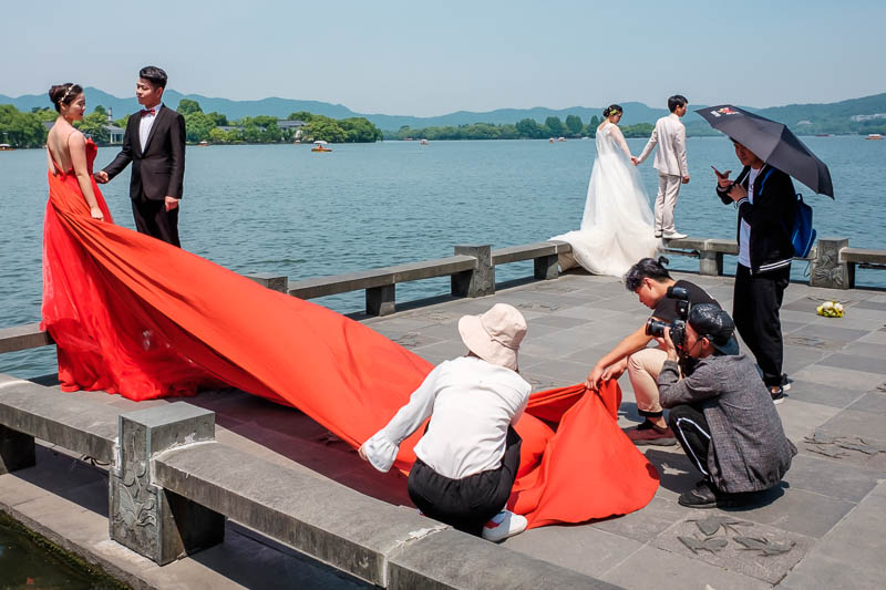 China-Hangzhou-West Lake-Hiking - Red vs White, hmm, I choose red. There were at least 10 brides to be fighting for the good spots around here.