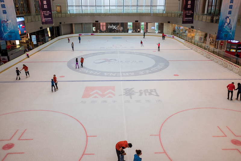 China-Hangzhou-Rain-Shopping Mall - There is an ice skating rink, and small Chinese babies are very good at ice skating, I saw a quintuple lutz to double axel.