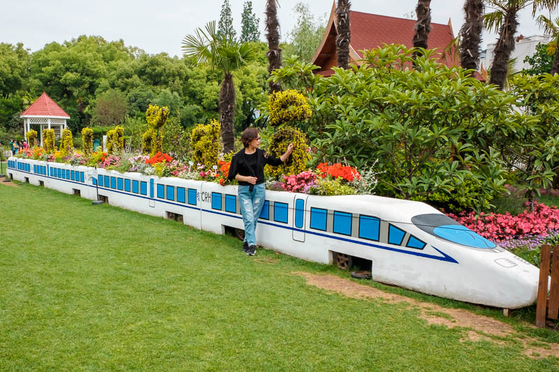 China-Shanghai-Botanic Garden-Flowers - Clearly the best part of the entire park is the bullet train flower display.