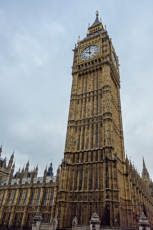 England-London-Buckingham Palace - I kept running against the runners and found myself just in time to see Big Ben.