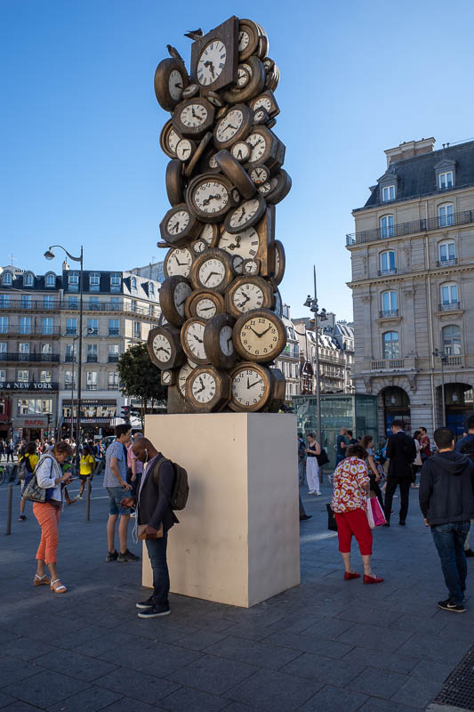 France-Paris-Arc de Triomphe - Instead I took photos of pointless clock sculpture.
