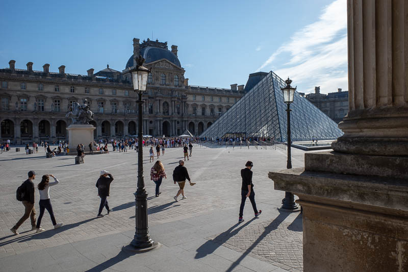 France-Paris-Sightseeing - Here is the pyramid. A big line is already forming. Hours before it opens on a Monday. Apparently there are other entrances with no queues, but I gues