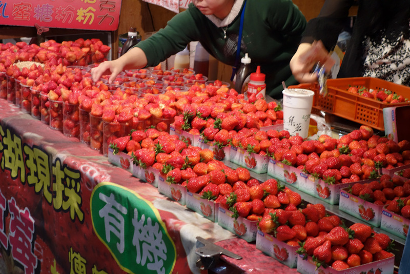 Taiwan-Taichung-Night Market-Fengjia - You can also buy strawberries.