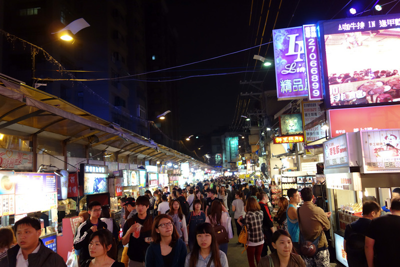 Taiwan-Taichung-Night Market-Fengjia - Or shop for the latest fashions. So fashion.