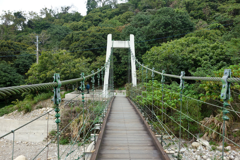 Taiwan-Taichung-Hiking-Dakeng - After an exhausting adventure, I made it to a swing bridge to freedom. There were a few people at the top, but I suspect they came up from the other s