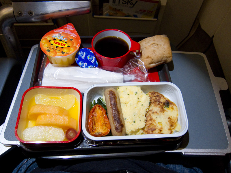 Sydney-Tokyo-Narita-Airbus A330-Qantas - Breakfast is the standard breakfast qantas seems to offer which is pretty good, they also offered a japanese breakfast which was a salmon cake in rice