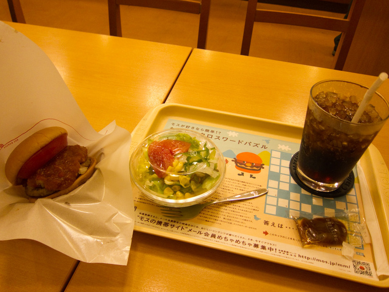 Japan-Tokyo-Ginza-Akihabara - I havent had a burger of any kind for what seems years, so dont have much to compare it to. But it wasnt that great. They put entirely too much of the