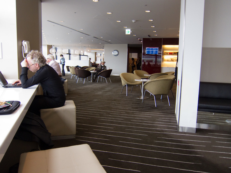 Japan-Tokyo-Narita-Airport-Lounge - Inside the qantas lounge, this one was the busiest, and there was a roped off area with some serious business men holding a meeting in it, a bunch of
