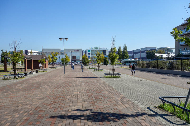 Japan-Tokyo-Mall-Koshigaya-Aeon Lake - Eventually I made it out of the industrial zone and into a new housing development, complete with 'lake' and giant shopping centre. There is a huge am