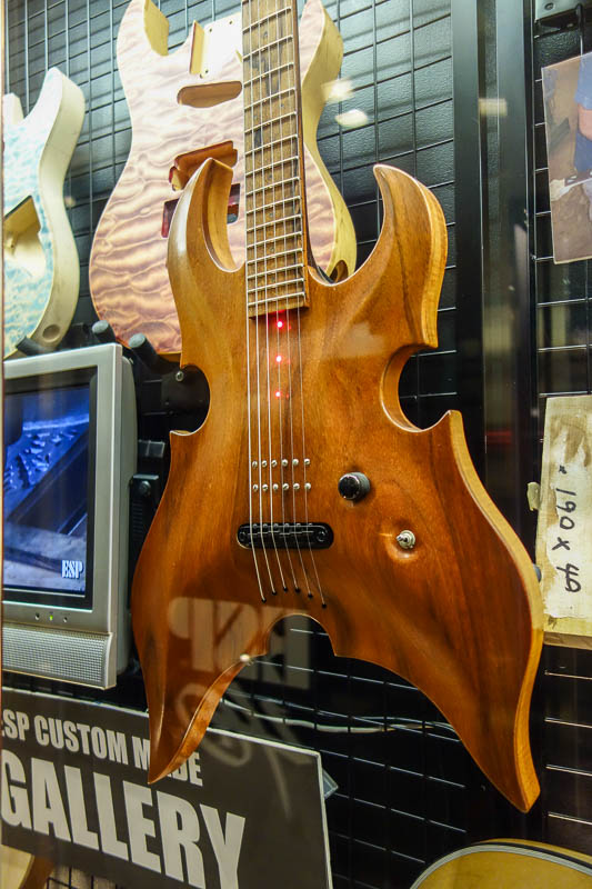 Japan-Tokyo-Bibimbap-Guitar - Now I am inside the ESP custom shop. This particular guitar has the pickup inside the wood. I am surprised I have never seen that before. The magnetic