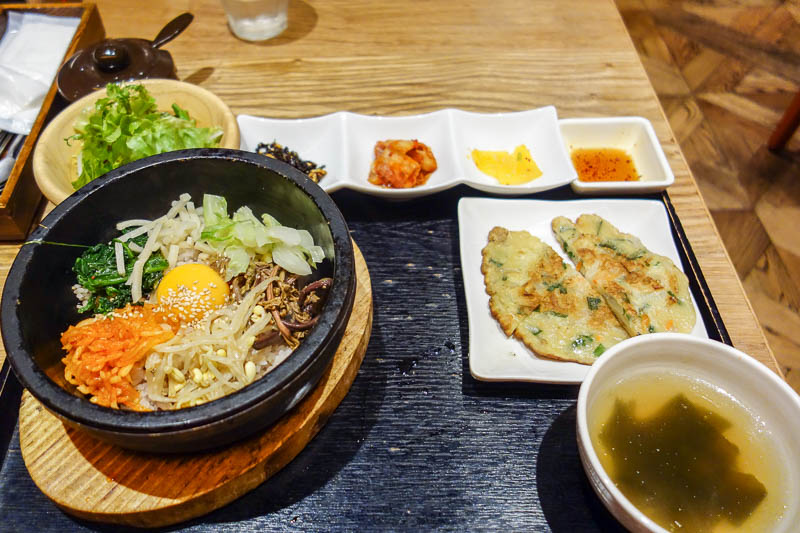 Japan-Tokyo-Bibimbap-Guitar - My lunch was excellent. I was going to have a sandwich, but this deal for $10 for Korean Bi Bim Bap was too good to pass up. You get a lot of good qua