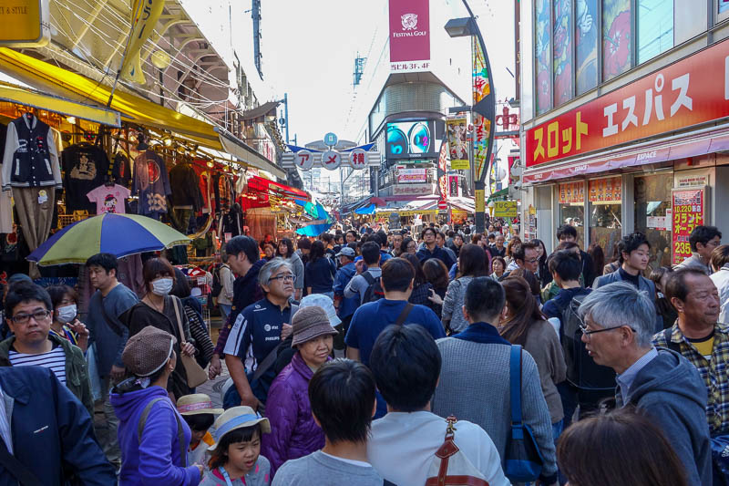 Japan-Tokyo-Ueno-Ameyoko - Still before lunch and the place is now completely packed out. I came back a bit later to find lunch but everywhere had long lines. A familiar story f