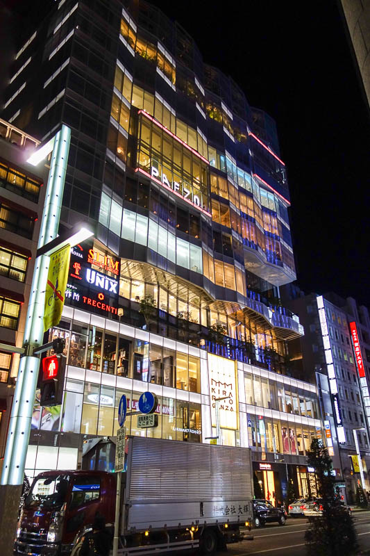 Japan-Tokyo-Ginza-Curry - Another new building, interesting glass. By interesting I mean I find it interesting.