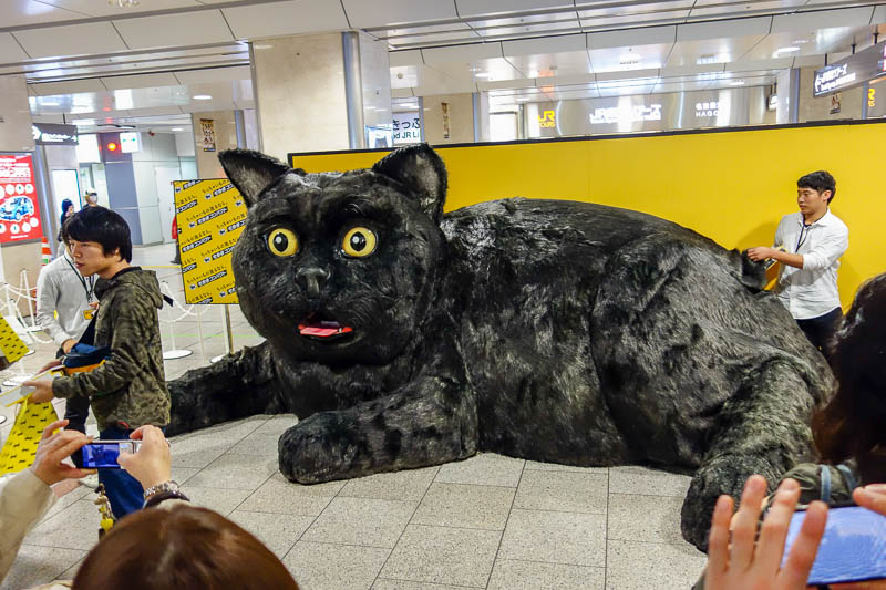 Japan-Nagoya-Cat-Food-Architecture - Throw everything on a plate