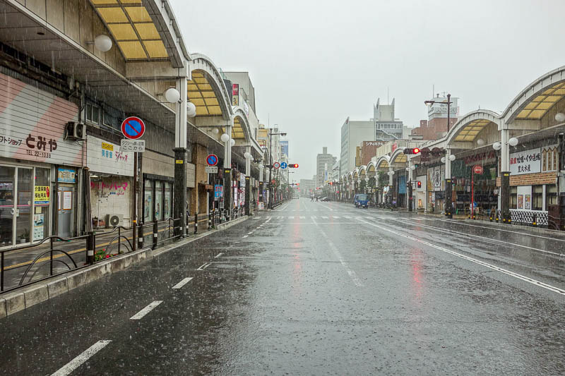 Japan-Iwakuni-Bridge-Rain-Hiking - The main street here has nice covered footpaths so you dont have to get wet. So I stood out in the middle of the road in the now DRIVING rain to take