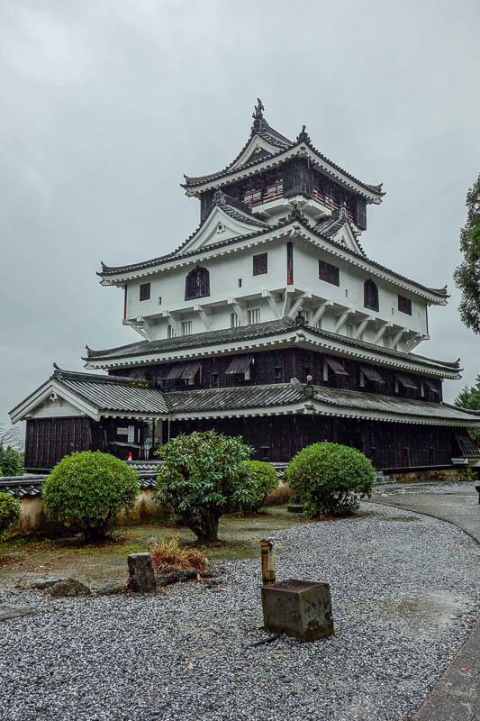 Japan-Iwakuni-Bridge-Rain-Hiking - And heres Japan standard castle recreation version 9.3d. This particular one was built in the 1950's and is based on an original that only stood nearb