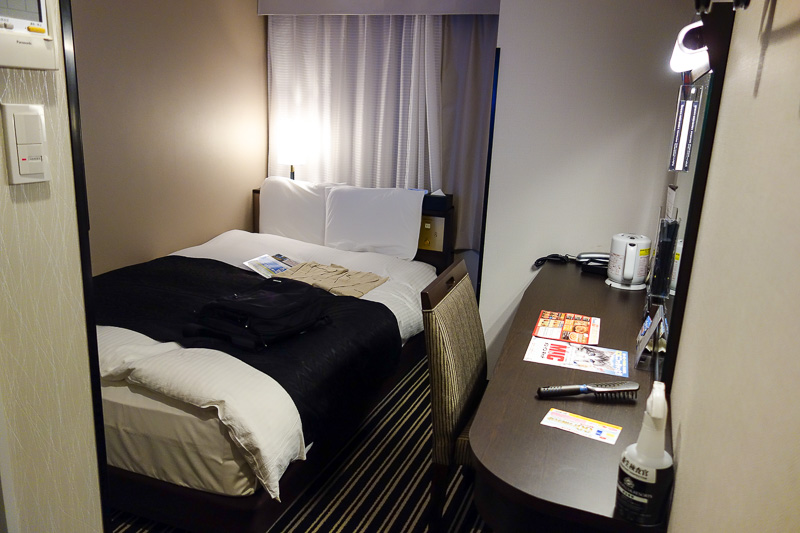 Japan-Tokyo-Narita-Shinjuku - My hotel room is brand new, cheap, small, but in the greatest location ever, right next to the big cinema complex in Kabuchiko. I am on the 27th floor