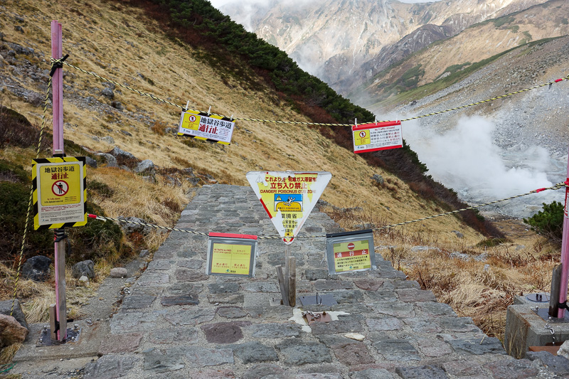 Japan-Tateyama-Kurobe-Alpine-Hiking - There are outdoor natural hot baths down there, but you are not allowed to use them anymore.
