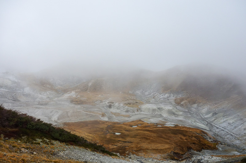 Japan-Tateyama-Kurobe-Alpine-Hiking - Another look down into hell valley. They really call it that. But they call all volcanic valleys across Japan hell valley.