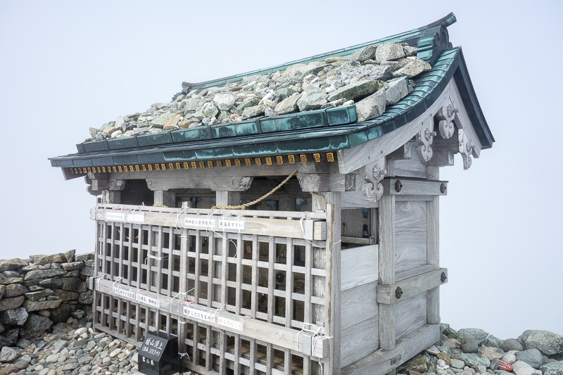 Japan-Tateyama-Kurobe-Alpine-Hiking - The shrine, in a rare moment of no fog.