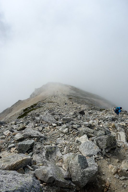 Japan-Tateyama-Kurobe-Alpine-Hiking - Thats actually looking downwards. It was a fun first half of the descent.