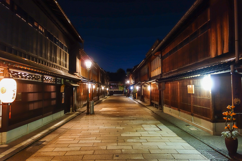 Japan-Kanazawa-Higashichaya-Curry - Its a real city