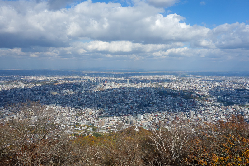 Japan-Sapporo-Hiking-Mount Moiwa - No smog yes people