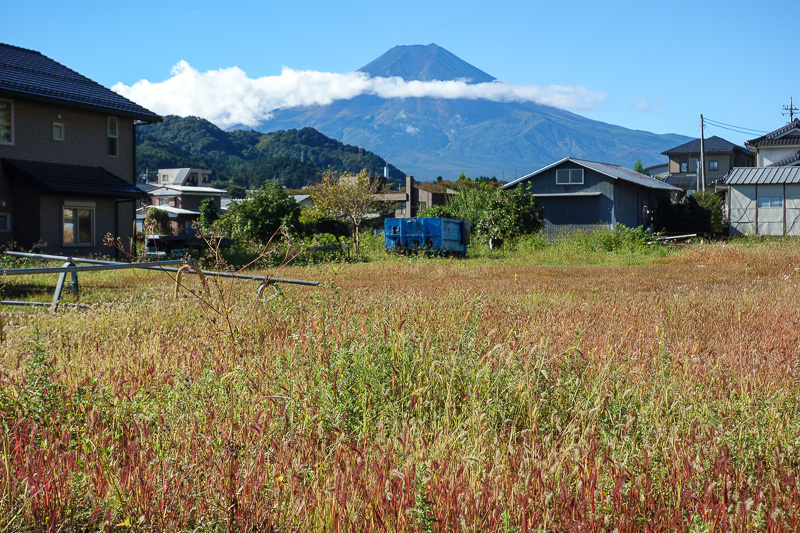 Japan-Mitsutoge-Kawaguchiko-Hiking-Shimoyama - First glimpse of Fuji, I was in luck so far, not completely covered by cloud. Lots of people travel half way around the world, take the direct train f