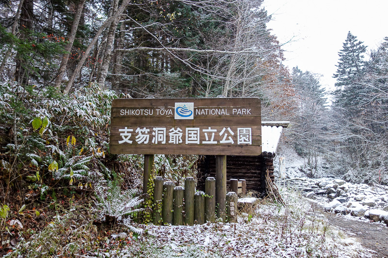 Japan-Sapporo-Hiking-Snow-Mount Soranuma - Yep, this is the path. What a stupid sign! There were no other signs of any kind showing a map or national park info or anything before the sign block