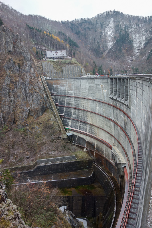 Japan-Sapporo-Snow-Hiking-Jozankei Onsen - The dam wall, best I could do, they dont let you walk down there damn it.