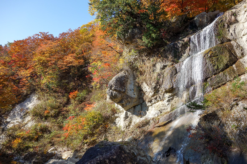 Japan-Sendai-Omoshiroyama-Hiking-Yamadera - There are 4 waterfalls to admire, with leaf colors.