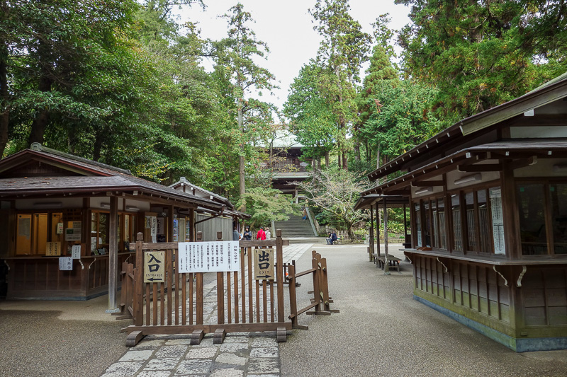 Japan-Kamakura-Hiking-Kenchoji - Another temple I went past, lets see, referring to map, its called Engakuji.
