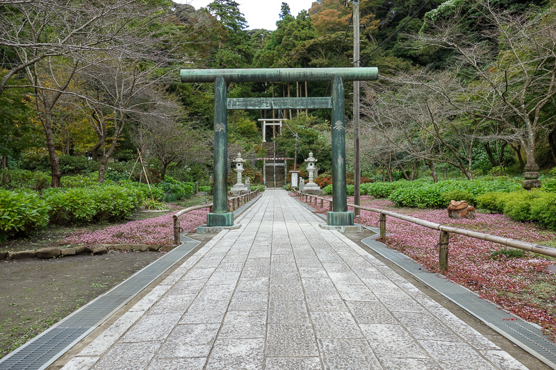 Japan-Kamakura-Hiking-Kenchoji - This garden leads to the bit with the view.