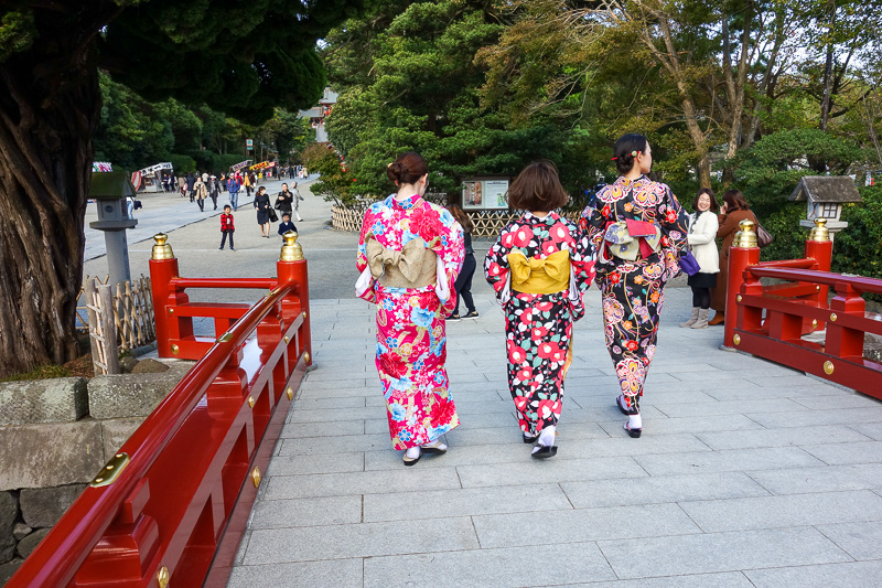 Japan-Kamakura-Hiking-Kenchoji - Now I am back at the main city temple Tsurugaoka, plus an even longer second word. Girls like to play dress up, so I photograph them when they arent l