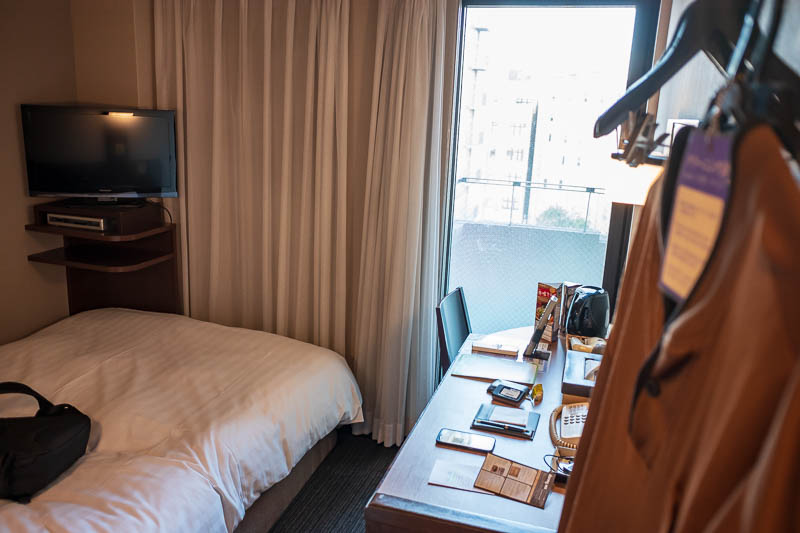Japan-Kyoto-Osaka-Temple-Shrine - And now heres my hotel room in Osaka, its marginally bigger than the one in Kyoto. Fantastic location about 100 metres to Dotonbori. It is a dormy inn