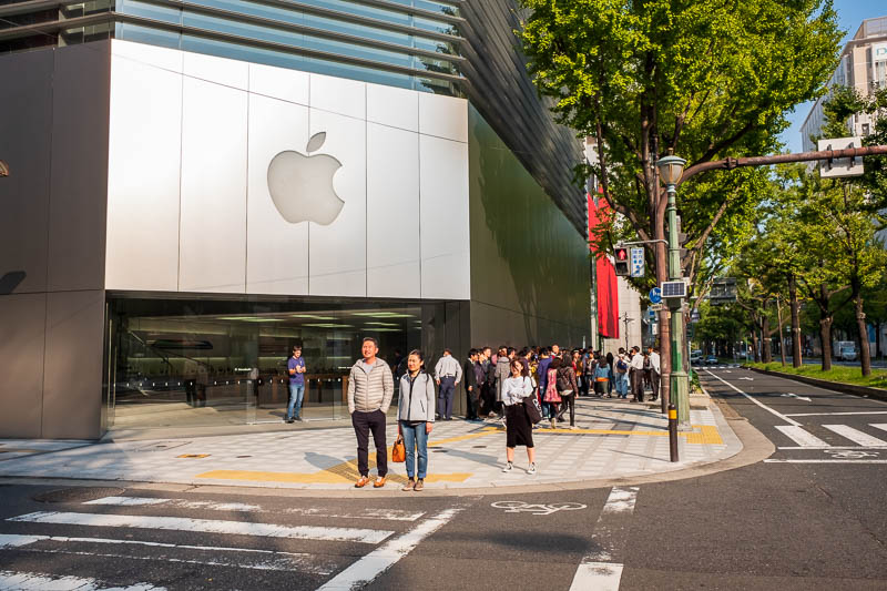 Japan-Osaka-Kobe-Shinsaibashi - There is also a line at the apple store, even though the new facial recognition failure device thats secretly storing your boob pics was released in J